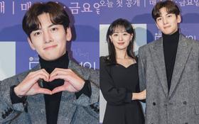 """Sự kiện cực hot: Cặp đôi cực phẩm Ji Chang Wook - Kim Ji Won """"bùng nổ"""" nhan sắc, 2 diễn viên Hậu Duệ Mặt Trời hội ngộ"""