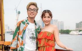 Bùi Anh Tuấn ngẫu hứng hát Acoustic trên du thuyền trong buổi ra mắt show thực tế mới