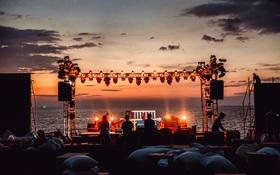 """Ngây ngất sân khấu HOT14 WOW Sunset Fest: đắm mình tuyệt đẹp dưới hoàng hôn Phú Quốc, đỉnh cao của """"chill"""" là đây chứ đâu!"""