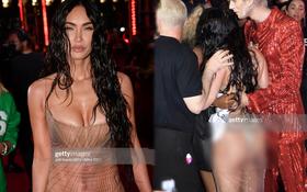 """""""Bom sex"""" Hollywood diện váy xuyên thấu thấy hết """"bàn toạ"""", chiếc đầm sexy nhất thảm đỏ VMAs 2021 là đây?"""
