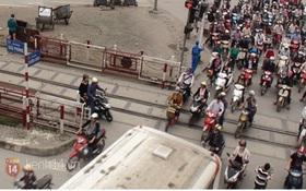 Muôn kiểu tránh tắc đường của người Hà Nội