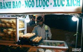 Anh bán xôi vỉa hè dễ thương nhất Hà Nội gây sốt Facebook
