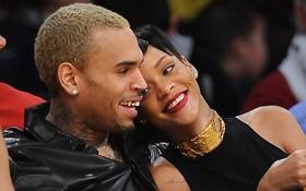 """Rihanna và những màn """"song kiếm"""" với tình cũ vũ phu"""