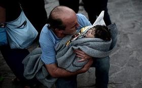 Sự thật tàn nhẫn phía sau những chiếc áo phao của trẻ tị nạn