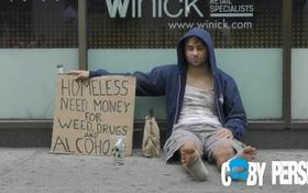 Clip: Người dân New York sẵn sàng cho tiền gã nghiện hay người cha đơn thân?