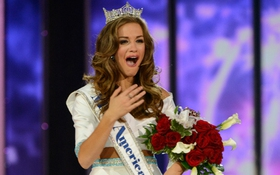 Tân Hoa hậu Mỹ xúc động nghẹn ngào trong khoảnh khắc đăng quang