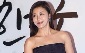 Ha Ji Won lộ mặt bóng nhẫy, khoe vai trần gợi cảm tại sự kiện