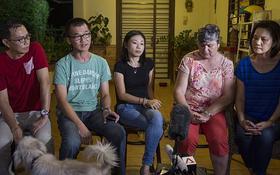 Tâm trạng hỗn loạn của thân nhân hành khách MH370 khi biết tin