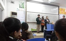 Trường đại học tổ chức cuộc thi cắn hạt hướng dương cho sinh viên