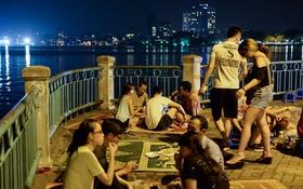 Hà Nội: 50.000 đồng/chiếc chiếu thuê hóng mát ở Hồ Tây