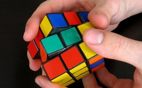 """Bí kíp giải Rubik cực chuẩn chỉ trong """"nháy mắt"""""""