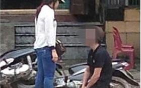 Nam thanh niên quỳ gối giữa đường xin lỗi bạn gái gây xôn xao cộng đồng mạng