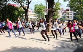 Mặc trời nắng, teen Yên Hòa say sưa nhảy flashmob
