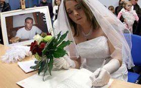 Lễ cưới xúc động: kết hôn với bạn trai đã qua đời