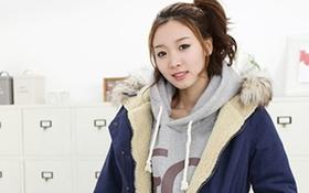 Mix style nhí nhảnh với áo hoodie