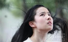 """""""Yêu nữ"""" Lưu Diệc Phi lộ poster đầy quyến rũ"""
