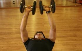 Giúp XY tập luyện cho cơ ngực phát triển