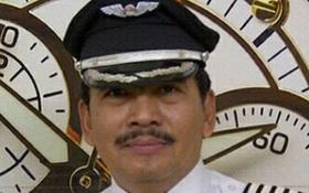 Vợ và con gái cơ trưởng máy bay mất tích AirAsia hoàn toàn suy sụp