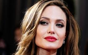 Angelina Jolie đứng đầu top 10 nữ diễn viên kiếm nhiều tiền nhất