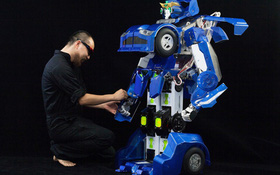"""Nhật Bản chế tạo thành công """"Transformer"""" cao 1,5 mét"""