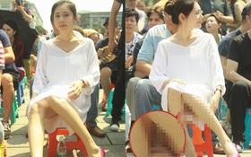 """Người đẹp """"Hoa hồng có gai"""" hớ hênh vì ngồi ghế nhựa tại sự kiện"""