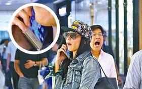 """Trương Bá Chi """"tẽn tò"""" khi bị soi cầm điện thoại ngược"""