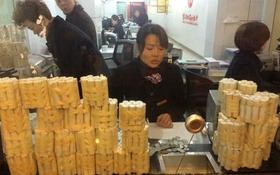 Lạ nhất tuần qua: Chở 650kg tiền xu đến ngân hàng gửi tiết kiệm