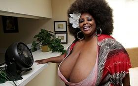 Quý cô siêu vòng 1 có bộ ngực 14,6kg muốn tìm người yêu
