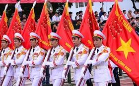 Quân đội diễu binh trên đường phố Điện Biên Phủ