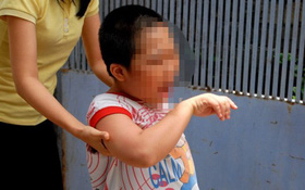 Trẻ tự kỷ bị dạy bằng khúc cây: Phụ huynh bật khóc