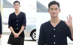 """""""Cụ"""" Kim Soo Hyun duyên dáng, mím môi cười chúm chím tại sân bay"""