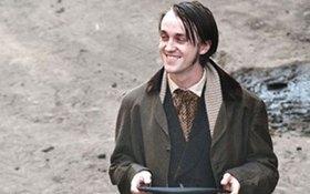 """Phát hoảng với tạo hình mới của """"Malfoy"""" Tom Felton"""