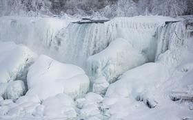 Thác nước ở Mỹ đẹp bồng bềnh trong băng tuyết dưới cái lạnh âm 13 độ C