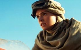 """Mỹ nhân """"Star Wars 7"""" bay vù vù trên sa mạc"""