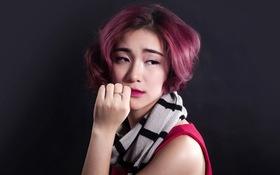 Hòa Minzy rơi nước mắt khi thu âm ca khúc về yêu xa