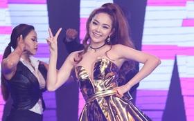 """Minh Hằng xinh đẹp thu hút, Hương Giang - Sĩ Thanh """"đọ dáng"""" trên sân khấu"""