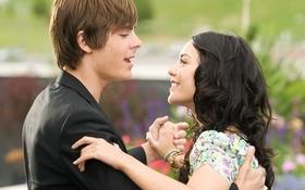 """Zac Efron: """"High School Musical 4 sẽ dán nhãn 16+"""""""