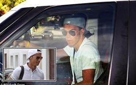 """Gareth Bale """"y xì đúc"""" Cristiano Ronaldo với kính râm, mũ ngược"""
