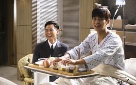 """Hậu trường """"Mask"""": """"Cậu út"""" Joo Ji Hoon cười toe toét trên giường bệnh"""