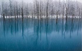 Ao nước kỳ lạ ở Nhật Bản đổi màu theo thời tiết