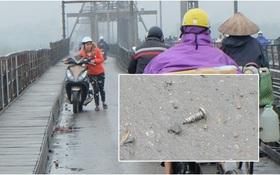 Khốn khổ vì đinh, ốc vít xuất hiện trên cây cầu trăm năm tuổi ở Hà Nội