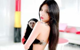 """HyunA che ngực bằng... khỉ trong clip """"nhá hàng"""""""