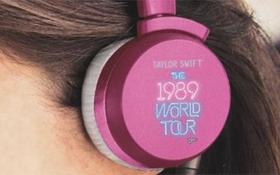 Ấn tượng với bộ sưu tập hi-tech của fan Taylor Swift