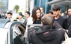 Jeon Ji Hyun bất ngờ bị cụ ông chặn đường khi dự sự kiện
