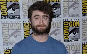 """""""Harry Potter"""" Daniel Radcliffe râu ria xồm xoàm, già nua khó nhận ra"""