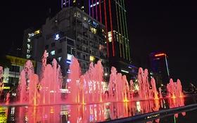 Phố đi bộ Nguyễn Huệ lung linh trong ánh đèn và nhạc nước thử nghiệm