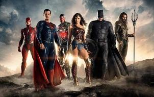 Quên hết hiềm khích đi, hôm nay là ngày sung sướng nhất của fan Marvel và DC