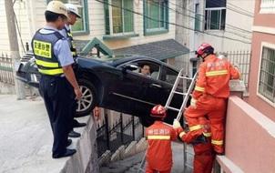 """Những hiện trường tai nạn kỳ dị đến mức đội cứu hộ cũng phải """"đứng hình"""""""