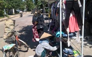 """Quầy áo quần miễn phí ở Quảng Nam: """"Cũ người mới ta"""" và tình thương lan tỏa"""