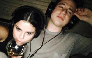 """Dân mạng thi nhau """"ship"""" Selena Gomez với Charlie Puth vì bức ảnh đáng yêu này"""